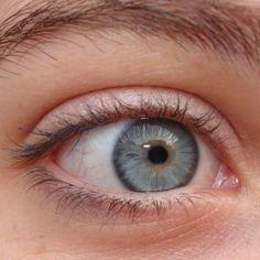 Zijn grijze ogen zeldzaam? Wie krijgen grijze ogen? Hoe bijzonder is jouw oogkleur? Alles over grijze ogen, het ontstaan en voorkomen.