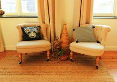 Aménager un espace détente dans une chambre, ambiance coloniale Lancelot, Colonial, Wingback Chair, Accent Chairs, Lounge, Couch, Furniture, Home Decor, Classic Chic