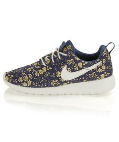 los angeles 7d095 26fef 45 Best Nike Rosherun images | Girls sneakers, Ladies sports ...
