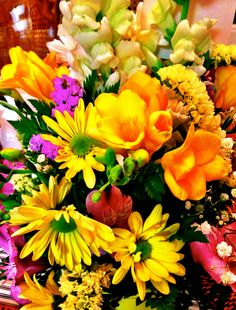 #spring #flowers - my favorites in shades of #yellow!! this is one I created for someone special