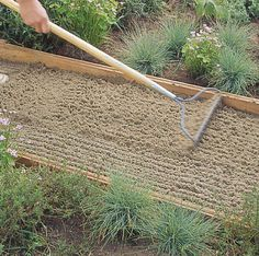 Step 2 - How to Install a Flagstone Path - Sunset Mobile Side Yard Landscaping, Backyard Walkway, Flagstone Walkway, Walkways, Garden Paths, Lawn And Garden, Decomposed Granite, Sloped Garden, Backyard Projects