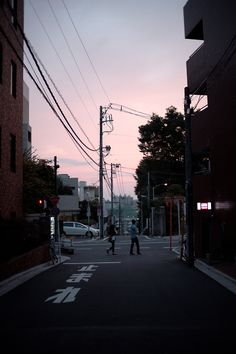 sunset tokyo (by TAKENYAN) https://www.flickr.com/photos/33419188@N08/5460654399/in/faves-rriot132/