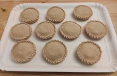 Le panadas sono delle squisite tortine salate, farcite in vari modi, che vengono preparate in quasi tutta la Sardegna 😍 Scopri la nostra ricetta (con video per imparare a chiuderle) Thing 1, Video, Biscotti, Carne, Pasta, Cookie Recipes, Pasta Recipes, Pasta Dishes