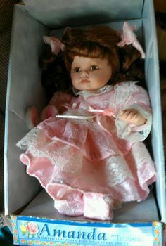 AMANDA, TIMELESS TREASURES, THE AMANDA DOLL COLLECTION 2001 PORCELAIN