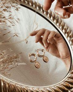 Gold jewelry & mirror trays // Jewelry I'm loving at the moment from Hey Hegia /. - Gold jewelry & mirror trays // Jewelry I'm loving at the moment from Hey Hegia / S-kin Studio Jew - Photo Jewelry, Cute Jewelry, Gold Jewelry, Jewelery, Fashion Jewelry, Cartier Jewelry, Jewelry Model, Vintage Jewellery, Silver Bracelets