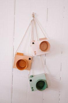 Diy At Home Discover Ideas Craft Activities, Preschool Crafts, Toddler Activities, Cardboard Camera, Cardboard Crafts, Diy Projects For Kids, Diy Crafts For Kids, Kids Diy, Ideias Diy