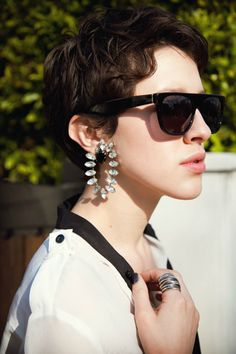 slouchy silks - love the vintage earrings! Pixie Wavy Hair, Long Pixie Cuts, Short Hair Cuts, Karla Deras, Pixie Hairstyles, Pixie Haircut, Coupes Long Pixie, Hair Junkie, Short Curly Styles