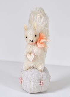 jennifer murphy bears — MAE the SQUIRREL in LOVE