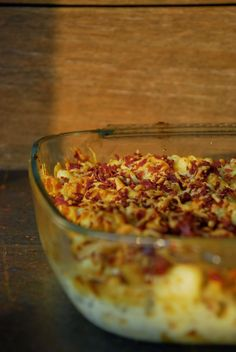 .: ovenschotel met pasta, bloemkool en brie, gegratineerd met een pancetta - kaas korstje