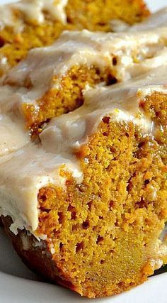 The Best Pumpkin Bread With Brown Butter Maple Icing From: The Domestic rebel, please visit Healthy Pumpkin Bread, Savory Pumpkin Recipes, Pumpkin Butter, Cheese Pumpkin, Easy Desserts, Delicious Desserts, Dessert Recipes, Yummy Food, Recipes Dinner