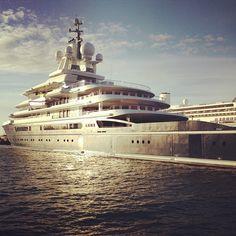 "Megayacht expedition ""LUNA"""