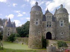 Chateau de l'Escoublère, Mayenne, Pays de la Loire, 53. Chateau Renaissance du XVIe siècle. Puits classé monument historique en 1927.