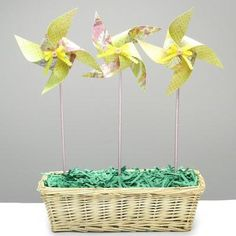 Pinwheels are a classic spring and summer kids toy and craft. Using DIY handmade pinwheels I designed an easy inexpensive spring home deco. Pinwheel Craft, Pinwheel Tutorial, Diy Tutorial, Diy Arts And Crafts, Crafts To Do, Crafts For Kids, Diy Crafts, Spring Projects, Spring Crafts