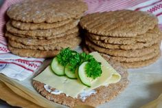 Polarbrød – Berit Nordstrand Food And Drink, Cookies, Baking, Healthy, Desserts, Breads, Drinks, Bread Making, Tailgate Desserts