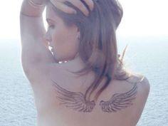 Tatuajes de ángeles para mujeres: Alas en la espalda - Fuente: Pinterest