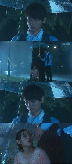 """Kotoko corre en medio de la lluvia, luego de dejar a Kin-chan, pensando en como lo ilusionó, pero sin poder olvidar a Naoki. Mientras llora apoyada en el árbol, siente que alguien se acerca. Naoki: """"Hey""""- con voz suave. Kotoko: """"Irie-kun...pero, ¿por qué?"""". Naoki: """"Vine a buscarte"""". Kotoko: """"¿Viniste a buscarme?""""- Naoki le extiende la mano, ella la toma y el la levanta. Ambos quedan bajo el paraguas y comienzan a caminar - Itazura na Kiss Love in Tokyo Episodio 16"""