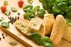 Pan Bagnat (tuna, ciabatta, olives, tomatoes, onions, anchovies,...)