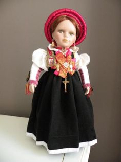 muñeca con traje de anso´ (huesca)  tela de hilo y paño manual Girls Dresses, Flower Girl Dresses, Aragon, Harajuku, Spain, Costumes, Wedding Dresses, Fashion, Folklore