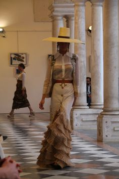 Spanish style – Mediterranean Home Decor World Of Fashion, Fashion Art, Runway Fashion, Fashion Outfits, Spanish Fashion, Spanish Style, Big And Beautiful, Beautiful Gowns, Egyptian Women