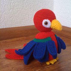 ideas for crochet parrot Crochet Parrot, Crochet Birds, Crochet Animals, Diy Crochet, Crochet Crafts, Crochet Projects, Crochet Amigurumi, Amigurumi Patterns, Crochet Toys