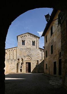 Badia a Isola (Siena) - L'abbazia lungo la Via Francigena