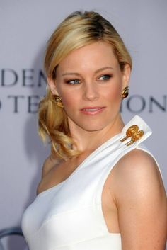 Elizabeth Banks Plastic Surgery Before and After – www.celebsurgerie… Elizabeth Banks Plastic Surgery Before and After – www. Elizabeth Banks, Celebrity Shoes, Celebrity Style, South Korea Plastic Surgery, Celebrity Surgery, Male To Female Transition, Third Gender, Gold Pumps, Victoria Dress