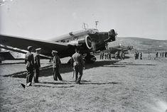 Junker Ju-52 és He-111 repülőgépek a budaörsi repülőtér megnyitó ünnepségén, 1937. Leltári jelzet: 1371