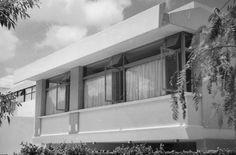Detalle de la fachada, Casa Hartung, calle de Morelos 2156, Arcos Vallarta, Guadalajara, Jalisco, México 1955  Arq. Horst Hartung -  Detail of the facade, Casa Hartung, calle de Morelos 2156, Arcos Villarta, Guadalajara, Jalisco, Mexico 1955