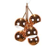 Warum einer, wenn Sie auch gleich sechs haben können: Die Rede ist von Pendelleuchte Felicia. Sie besitzt sechs kleine und edel schimmernde Lampenschirme mit einem angesagten Kupfer-Finish, dasden Industrial-Look perfekt macht.
