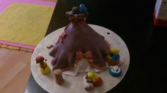 Geburtstagstorte (2013). Innen drin befindet sich ein Sandkuchen. Eher ein Tortentopping.. zum drauf setzen auf eine große schöne Torte.