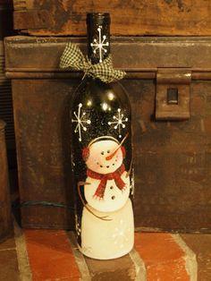 Se trata de una botella de vino reciclada que tengo pintado a mano con un muñeco de nieve. Se ha sellado y salpicado de brillo cristal alemán y atado con un lazo familiar. He perforado un agujero en la parte inferior de la botella para que el cable y he insertado un conjunto de luces de colores. Estas botellas resplandor tan bonito y a brillan mucho más que la demostración de los cuadros! Tengo varias botellas disponibles en diferentes tipos y algunos con luces blancas demasiado así que si…