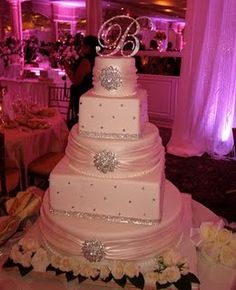 a little to glitzy for me....something more simple? Alternating shape cakes is cool