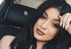 cotibluemos: Estos son los labiales con los que Kylie Jenner tr...