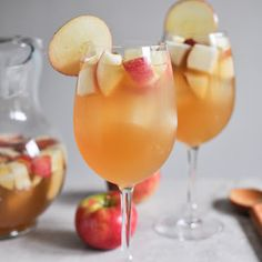 Apple Cider Sangria- I'm having this drink this thanksgiving!