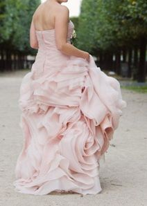Vera Wang dress #Labola #wedding #gowns follow us on Facebook and stay inspired https://www.facebook.com/LabolaWeddings