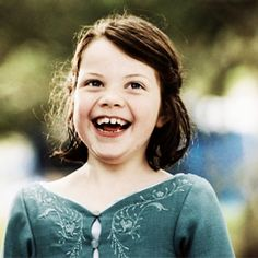 She's so adorable! Jessica Alba Dress, Narnia Costumes, Lucy Pevensie, Welcome To Hogwarts, Georgie Henley, Prince Caspian, The Valiant, Nerd Herd, Chronicles Of Narnia