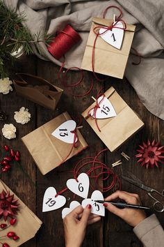 Making your own Christmas calendar doesn't have to be complicated. All you need are paper bags, labels and jute twine. #DIY #panduro #advent #christmas #jul #adventskalender #julkalender #pakkekalender #julekalender Christmas Calendar, Christmas Bags, Jute Twine, Paper Bags, All You Need Is, Make Your Own, Advent, Gift Wrapping, Inspiration