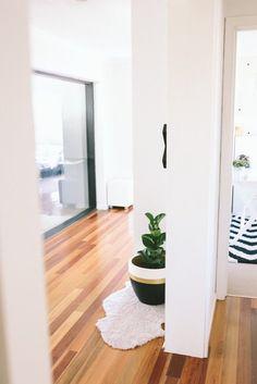 John & Jo's Cruisy Modern Australian Home — House Tour | Apartment Therapy