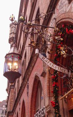 Alla scoperta della sorprendente città di Monaco di Baviera. Dalle usanze tipiche tedesche, gli abiti tradizionali, le sette birrerie storiche, l'impronta del diavolo, i castelli e tanto altr…