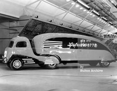 View of a streamlined Art Deco-style Labatt's beer delivery truck, 1930s. (Photo by Hulton Archive/Getty Images)