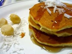 Coconut Banana Macadamia Pancakes... reminds me of Hawaii!!