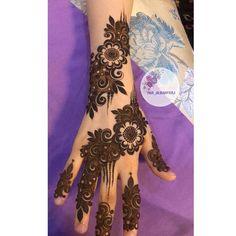 No photo description available. Mehndi Desine, Mehandi Henna, Dulhan Mehndi Designs, Arabic Mehndi, Arabian Mehndi Design, Khafif Mehndi Design, Beautiful Mehndi Design, Mehndi Designs Book, Arabic Henna Designs