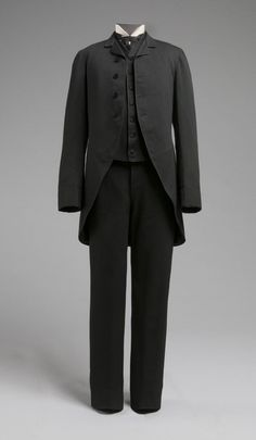 1885 Wedding Suit with Cutaway Coat. (Philadelphia Museum of Art) A Century of Sartorial Style: A Visual Guide to Century Menswear Victorian Mens Fashion, 1880s Fashion, Vintage Fashion, Victorian Era, Fashion Men, Gothic Fashion, Antique Clothing, Historical Clothing, Larp