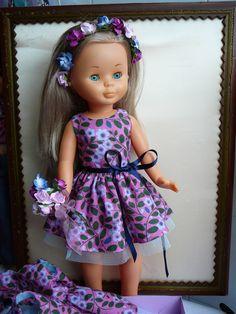 Vestidito estampado con coronita de flores a juego  18 euros Girls Dresses, Flower Girl Dresses, Summer Dresses, Nancy Doll, Harajuku, Dolls, Sewing, Wedding Dresses, Style