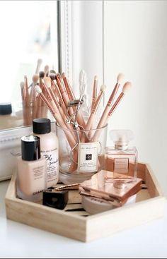Makeup organization vanity storage ideas make up 49 Ideas for 2019 Makeup Storage Bedroom, Diy Makeup Storage, Diy Storage, Storage Ideas, Bathroom Storage, Storage Shelves, Vanity Shelves, Small Bathroom, Diy Makeup Desk