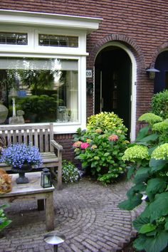 Erker met glas-in-lood outsideliving Outside Living, Outdoor Living, Outdoor Decor, Garden Care, Dream Garden, Home And Garden, Georgian Architecture, Front Entrances, House Front
