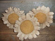 Primitive Daisy Bowl Fillers/Ornies by TreasuredPrimitives on Etsy, $18.00