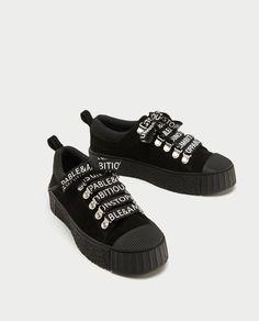 zapatos zara negros total black deportivas