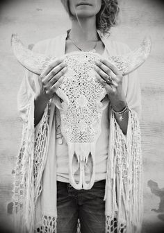 bohemian collection: western skull and lace black and white portrait photography Hippie Vintage, Hippie Bohemian, Boho Gypsy, Hippie Chic, Bohemian Style, Boho Chic, Bohemian Kimono, Ibiza Style, White Bohemian