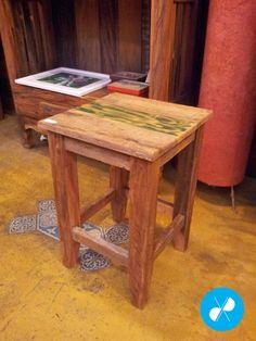 Banqueta baixa rústica feita com madeira de demolição.  Visite nosso site: http://vrmarcenaria.com.br/